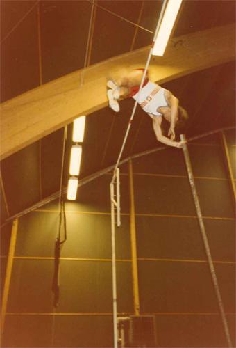Pekkas allra högsta stavhopp - 4.90m i den lilla kombihallen i Malmö