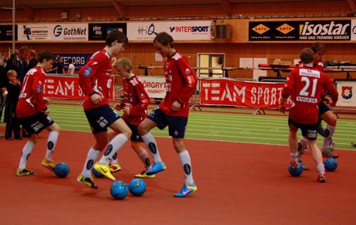 ÖIS fotbollsjuniorer visade upp sitt tekniska kunnande.