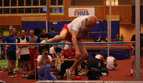 Svenske mästaren från 1966, Olle Johansson, demonstrerade dykstil i sin renaste form