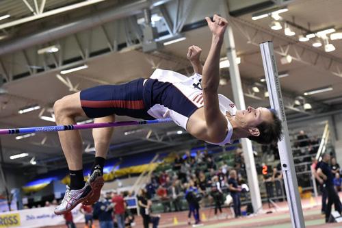 Emil Svensson vann ISM i höjd på personbästa 2.20m. En knäskada förhindrade dock start utomhus. Här försvann åtskilliga goda poäng på standaret.