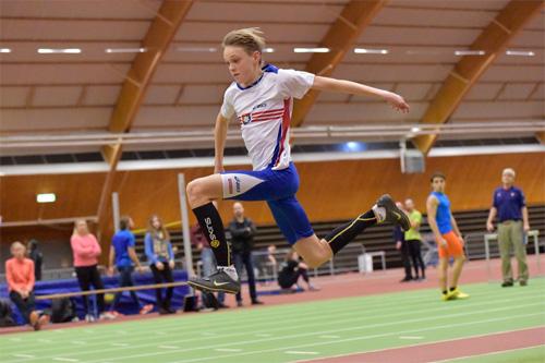 Tobias Carlryd är ett av stora framtidshopp i tresteg