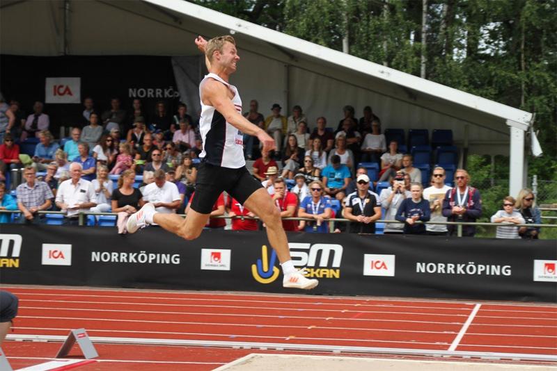 Eriki Olsson i farten vid Lag-SM i Norrköping i somras