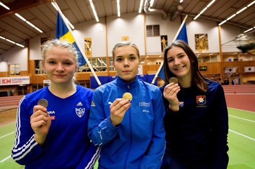 Medaljörerna i F17-klassen. Bronsmedaljören Judith ser gladast ut av de tre!
